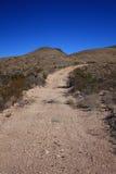Desierto del oeste de Tejas del camino de la grava imagen de archivo libre de regalías