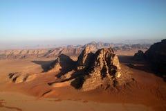 Desierto del ron del lecho de un río seco en Jordania. Imágenes de archivo libres de regalías