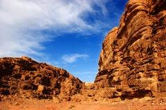 Desierto del ron del lecho de un río seco, Jordania Imagen de archivo