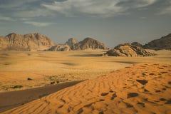 Desierto del ron del lecho de un río seco, Jordania Imagen de archivo libre de regalías