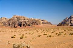 Desierto del ron del lecho de un río seco, Jordania Fotografía de archivo