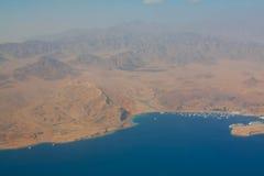 Desierto, montañas y Mar Rojo de Sinaí Imagenes de archivo
