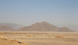 Desierto y cielo egipcios de Mysty en la luz del día Imagenes de archivo