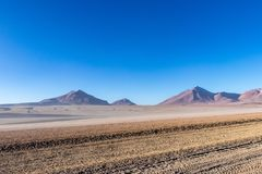 Desierto y montañas en la meseta de Alitplano, Bolivia fotografía de archivo libre de regalías