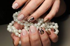 Design av ungdommanikyr med pärlor Royaltyfri Foto