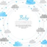 Design de carte d'invitation de garçon de fête de naissance avec des nuages d'aquarelle Photographie stock