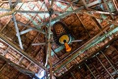 Design de interiores da telha de telhado feito das folhas de palmeira imagem de stock royalty free
