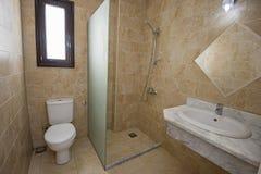 Design de interiores do banheiro no apartamento luxuoso fotografia de stock royalty free