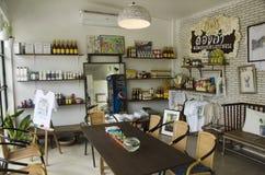 Design de interiores e decoração do coffeeshop e do restaurante foto de stock