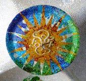 Design för Antoni Gaudi keramisk takmosaik royaltyfria bilder