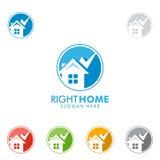 Design för fastighetvektorlogo med hemmet och kontrollen Arkivfoton