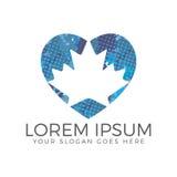 Design för logo för hjärtaformlönnlöv Royaltyfri Fotografi
