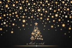 Design för nytt år och julkort: guld- julgran som göras av stjärnor och snöflingor med abstrakta skinande fallande stjärnor Arkivfoto