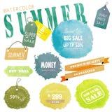 Design för Sale etikettadvertizing med vattenfärgsommar på mitt- år Royaltyfri Foto