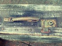 Design för stil för härliga resväskor för tappning sjaskiga forntida gamla retro Begreppslopp tonat foto Arkivfoton