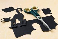Design Halloween des Papiers - schwarze Katze Stockbilder