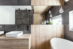 Free Design In Modern Bathroom With Wooden And Concrete Decor Royalty Free Stock Photo - 177867535