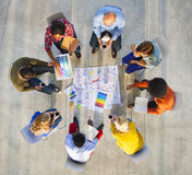 Design Team Planning auf einem Projekt mit Farbmustern Stockbild