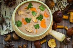 Designazione d'annata selvaggia della zuppa di fungo della foresta dei regali del pasto Immagini Stock