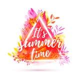 Designbaner det sommartid för ` s Reklamblad för sommarsäsong med den triangelramen och örten Affisch med rosa färgblommagarnerin stock illustrationer