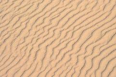 Designe im Sand-Hintergrund Stockbilder