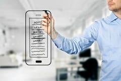 Designer, der bewegliches Websiteentwicklung wireframe zeichnet Stockfotografie