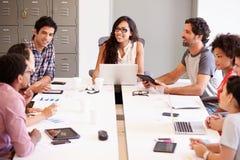 Designer, die sich treffen, um neue Ideen zu besprechen Stockfotos