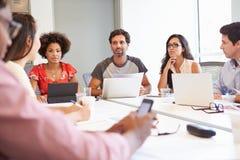 Designer, die sich treffen, um neue Ideen zu besprechen Stockfoto