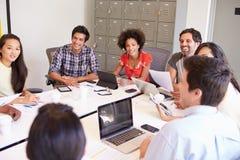 Designer, die sich treffen, um neue Ideen zu besprechen Lizenzfreies Stockfoto