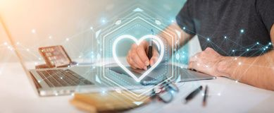 Designer gráfico que usa-se datando a aplicação para encontrar o amor 3D em linha Imagem de Stock Royalty Free