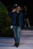 Designer Joseph Altuzarra wirft auf der Rollbahn an der Modeschau Altuzarra im Februar 2017 auf Lizenzfreie Stockbilder