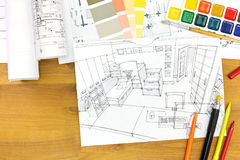 Designerarbeitsplatz mit Zeichnungsmaterial Stockfotos