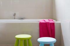 Designerfamilien Badezimmererneuerung Mit Dem Kinderdekor Horizontal  Stockfoto