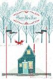 Designkort för lyckligt nytt år med ett hus i vinterskogen Arkivfoton