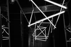 Designlösung mit Leuchtstofflampen kühlen Schatten ab Abstraktion Schwarzweiss Stockbild