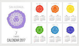 Designschablone des Kalenders 2017 mit 7 chakras stellte von 12 Monaten, das Symbol von Hinduismus, Buddhismus ein stock abbildung