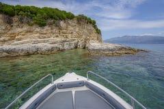 Desimi-Strand-Golf und nahe gelegenes Inselboot reiten lizenzfreies stockbild