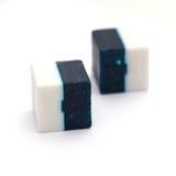Desinfektionsmedel för toalett i kub formar, två färger Arkivbild