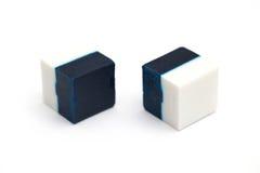 Desinfektionsmedel för toalett i kub formar, två färger Arkivfoto