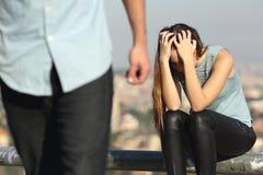 Desintegración de un par con el chico malo y la novia triste