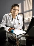 Desk del doctor fotos de archivo libres de regalías
