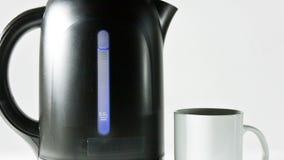 Deska pokazuje temperaturę wody w początku czyraka elektryczny czajnik zbiory wideo