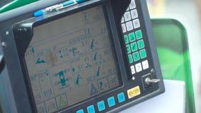 Deska rozdzielcza budowa żuraw klamerka Wewnętrzny widok w dźwigowej kabinie z panel kontrolą zbiory wideo