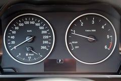 Deska rozdzielcza nowożytny samochód z odległość w milach Obrazy Royalty Free