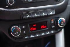 deska rozdzielcza nowoczesnych samochod?w Parawanowy multimedialny system Klimat kontrola obrazy royalty free