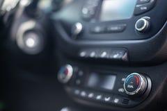 deska rozdzielcza nowoczesnych samochod?w Parawanowy multimedialny system Klimat kontrola zdjęcia royalty free