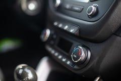 deska rozdzielcza nowoczesnych samochod?w Parawanowy multimedialny system Klimat kontrola zdjęcie royalty free