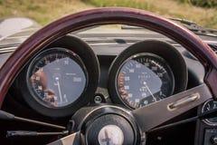 Deska rozdzielcza z wskaźnikami Alfa Romeo GT fotografia stock