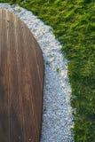 Deski, kamienie i trawa horyzontalni, zdjęcia royalty free