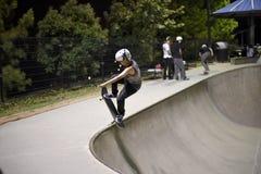 Deskorolkarz przy skatepark Obrazy Royalty Free